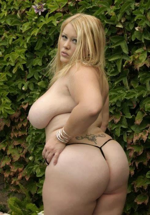 Fettes Hinterteil und große Brüste