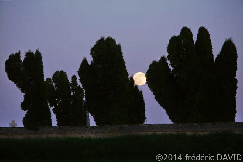pleine lune nuit chapelle silhouette Seine-et-Marne