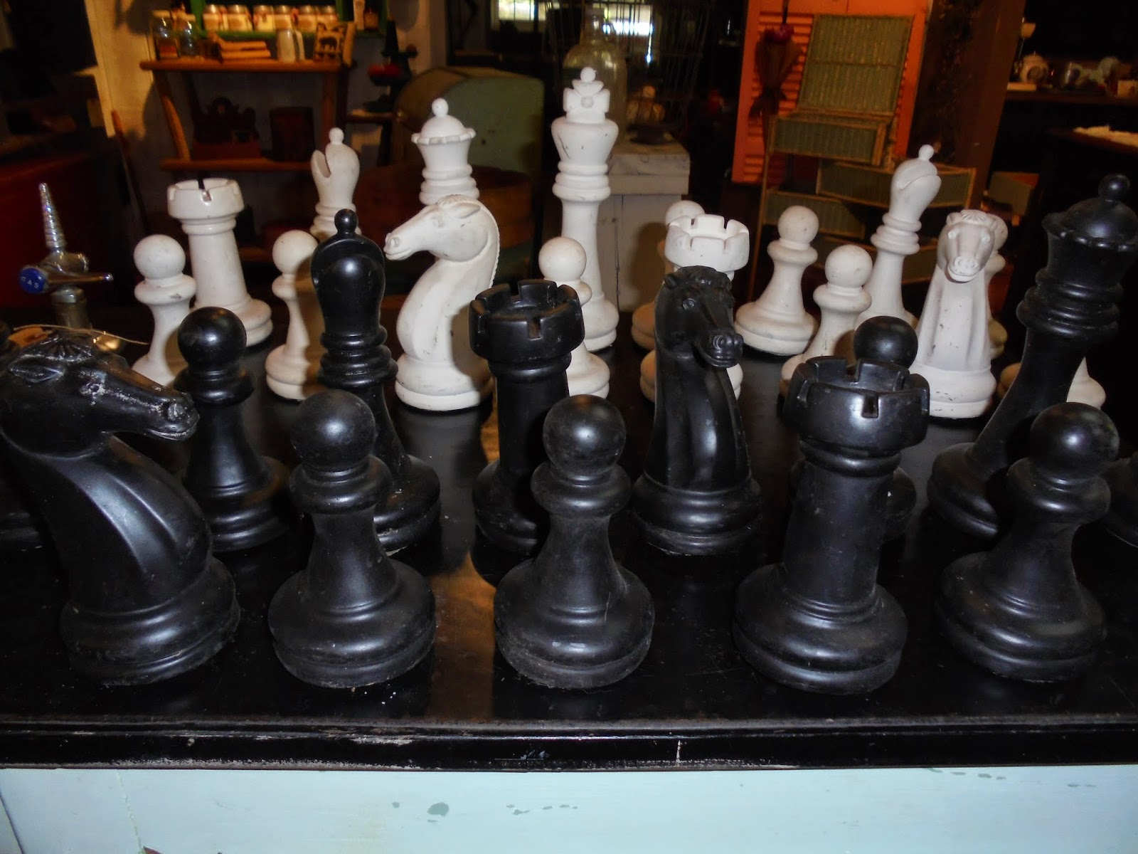 Log Cabin Antiques Gifts Large Chess Pieces