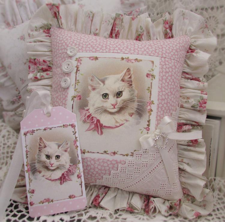 Cuscino vittoriano con gatto
