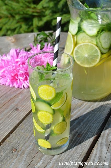 Lemoniada z limonką, ogórkiem i miętą