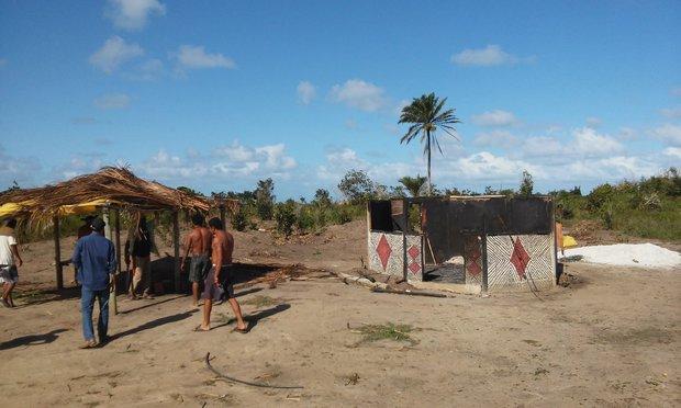 Índios tiveram roupas, ferramentas, artesanatos e outros adereços destruídos em incêndio  (Foto: Divulgação/Funai)