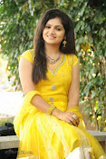 New Actress Noorjahan Photos in Yellow-thumbnail-14