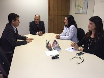 CORRIDA CONTRA O DESEMPREGO: Prefeita Karina Silva e Deputado Eduardo Salles lutam para evitar novas demissões em Amargosa.