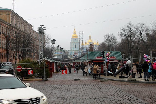 Новогодняя ярмарка во Владимирском переулке
