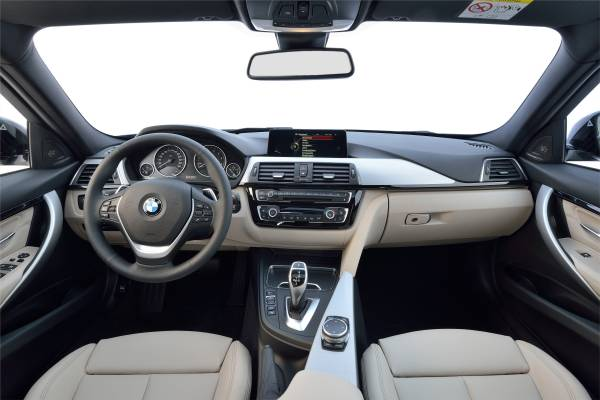 BMW新型3シリーズ340iスポーツラインのインパネ画像