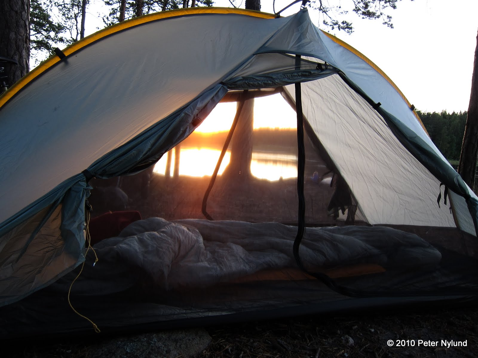 The design is a hybrid single wall / double wall tent with one long pole running across the ridge of the tent length-wise. The four corners as well as the ... & Yeti rides: Tarptent Double Rainbow five year review