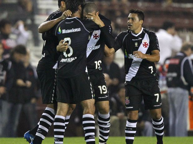 Vasco passa pelo Lanus nos penaltis