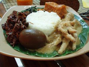 Must Aryo-Thog: Kuliner Makanan Khas Solo