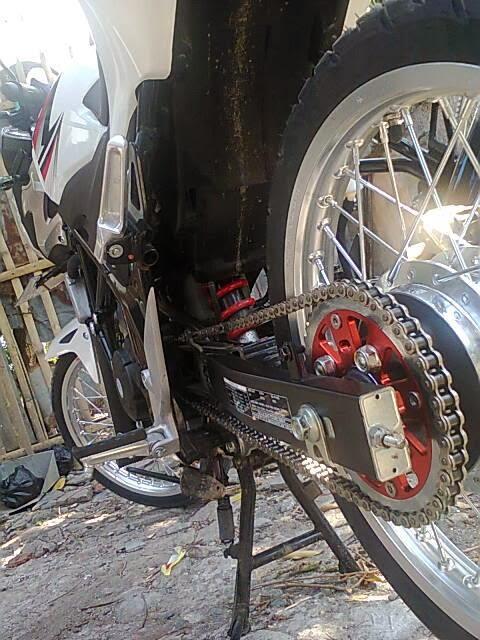 Modifikasi Honda CB150R Velg Jari-Jari