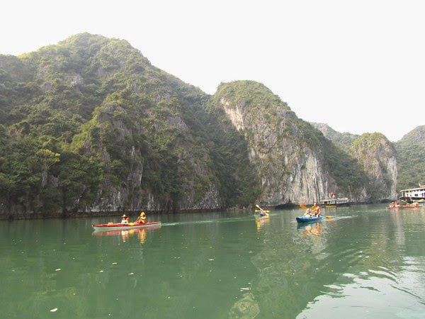 kayaking Halong bay 8