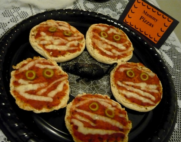 tipster tuesday} mummy pizzas – Oink! The Blog by Piggy Bank ...