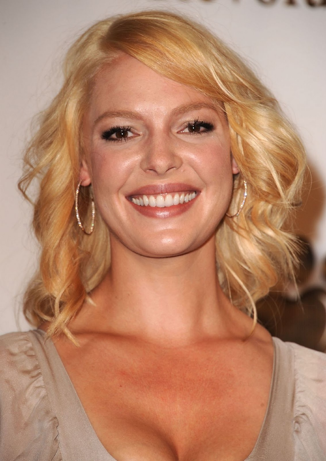 http://2.bp.blogspot.com/-lJhJlWlspTM/Tn6SNthkdYI/AAAAAAAAAlA/oi_ZZ3mMlvE/s1600/Katherine-Heigl-pics-images-photos-movies-actress-flims%2B2.jpg