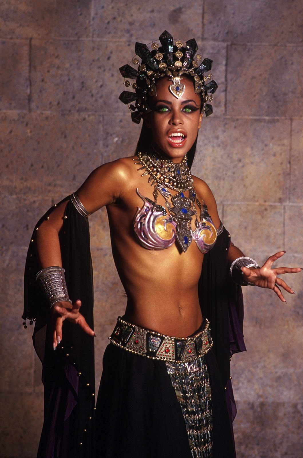 Aaliyah Dana Haughton as Queen Akasha - Queen of the Damned MovieQueen Of The Damned Makeup