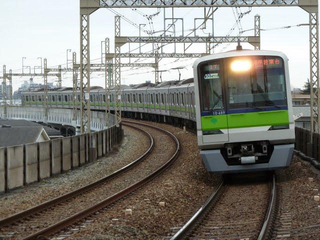 京王電鉄 各停 若葉台行き5 都営10-300形(土日2本運行)