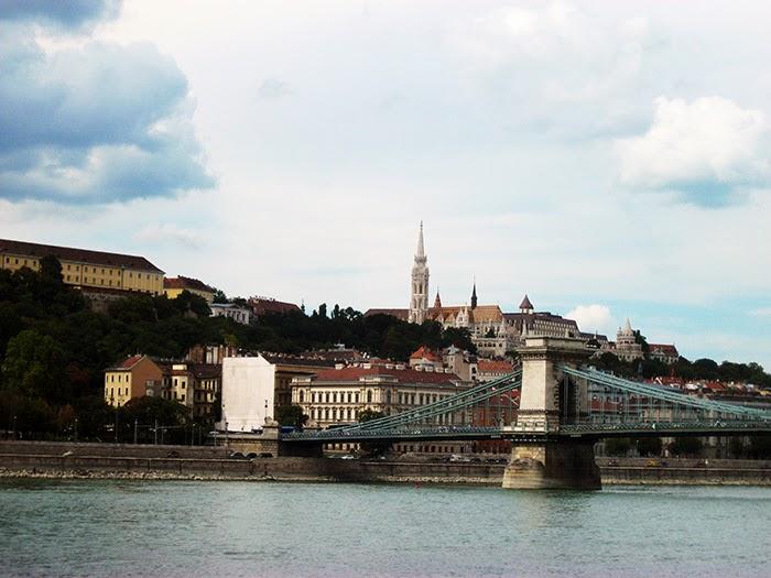 Budapest old town fishermen bastion vissersbastion mozaiek mosaic bridge Duna