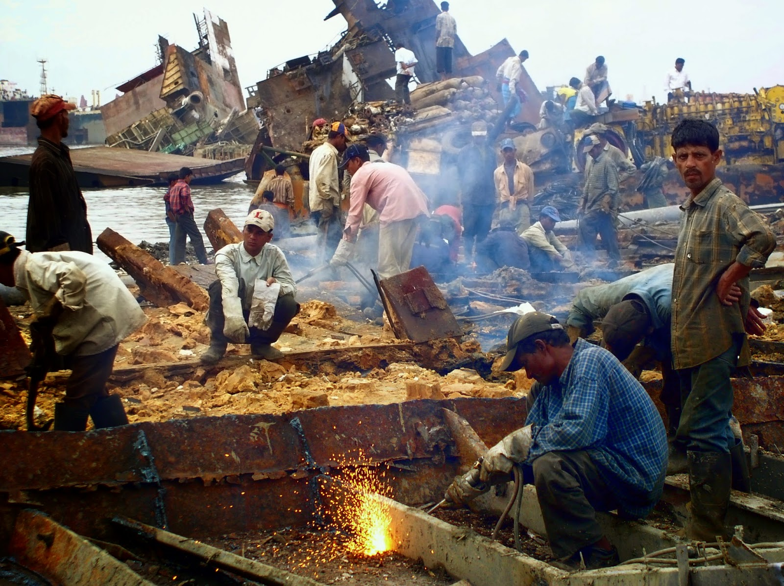 chittagong shipbreaking yards source creative commons