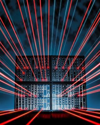 Un sintetizador modular y rayos láser en la foto 'Lightning Volts' de Bob Borries para el concurso organizado por I Dream Of Wires y el blog Matrixsynth