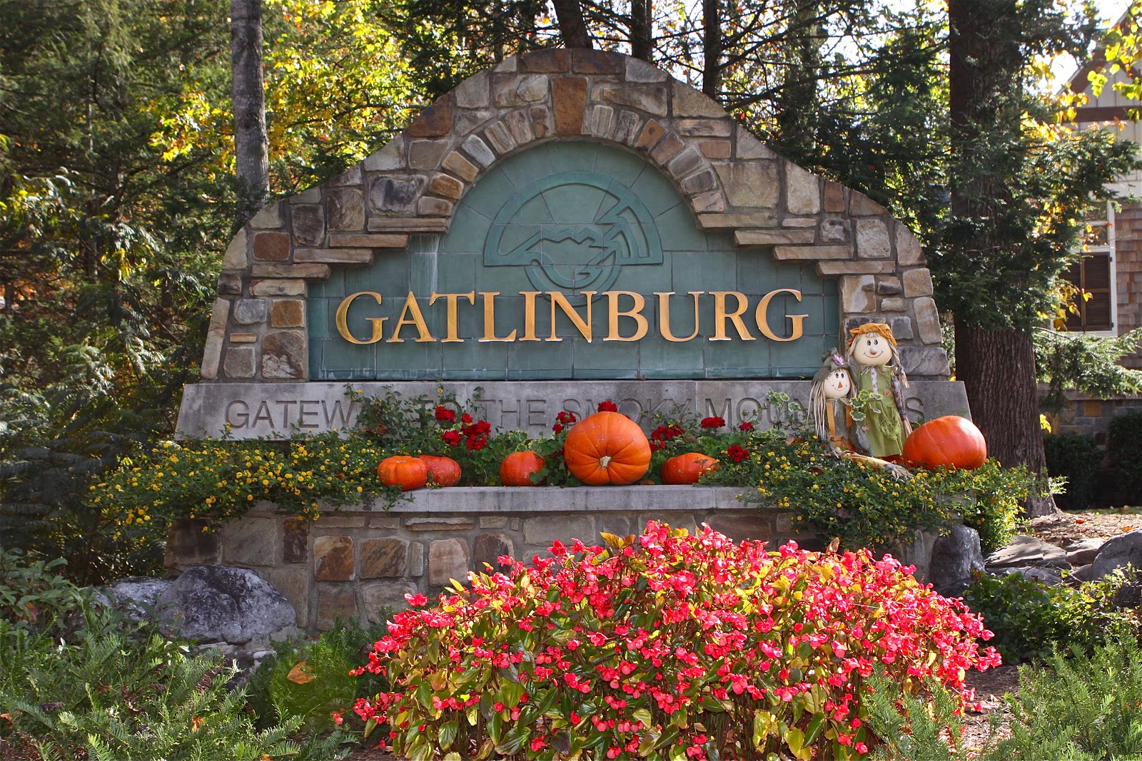 Cabins in gatlinburg tn decorated for christmas - Fall And Christmas Tablecloths And More