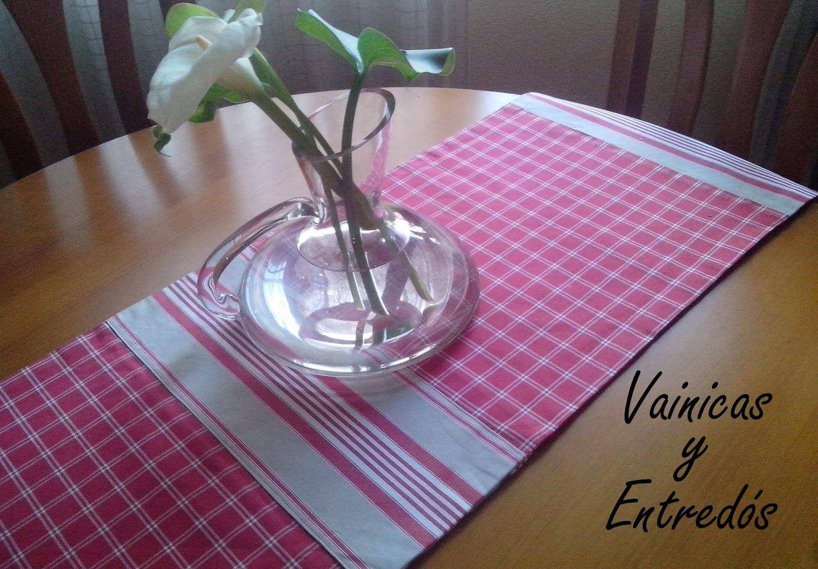 Vainicas y entred s camino de mesa con telas de ikea for Caminos para mesas redondas