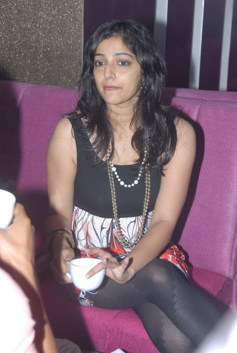 nishanti evani in tight black dress photo gallery