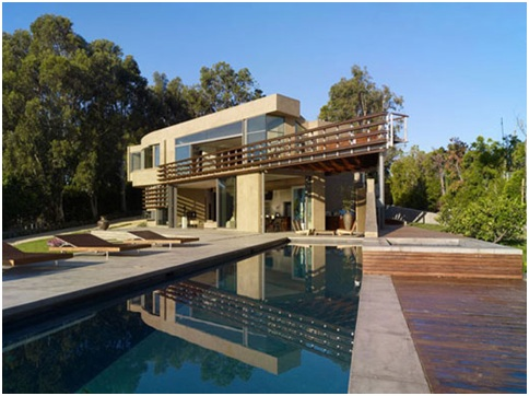 Combined pool design and minimalist house in the hills