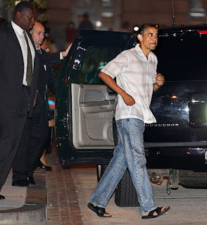 Barack Obama usando chinelos