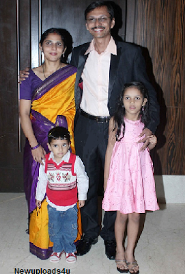 Shyam Phatak With his wife and kids