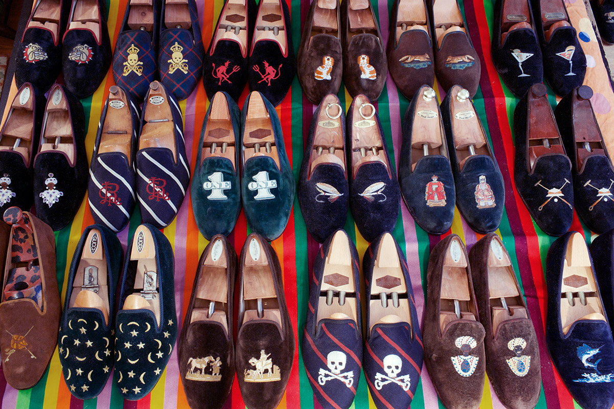 http://2.bp.blogspot.com/-lLP_mg6T1k0/UHX0j0Cj76I/AAAAAAAAXDA/ZHr4OUuwrnQ/s1600/VELVET-SLIPPER-GALORE-COLORS.jpeg