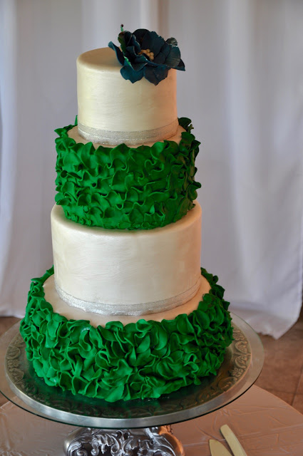 Small Black And White Wedding Cakes