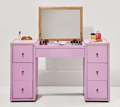 http://www.portobellostreet.es/mueble/24715/Tocador-Vintage-Rosa-Diva