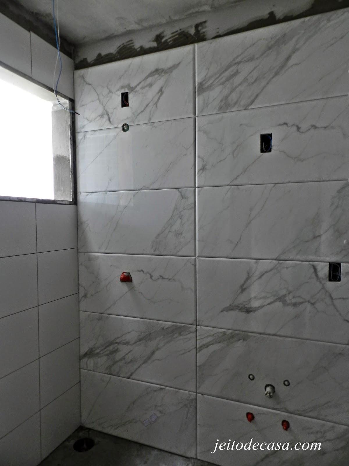 Visitando a obra do meu apê Jeito de Casa Blog de Decoração #4F5159 1200x1600 Azulejo Madeira Banheiro
