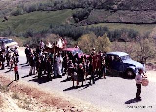 Romería de la Cruz del Herrerito por la carretera de la sierra