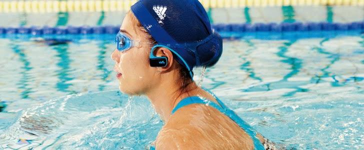 Ahora nadar y escuchar m sica es posible bebloggera for Mp3 para piscina