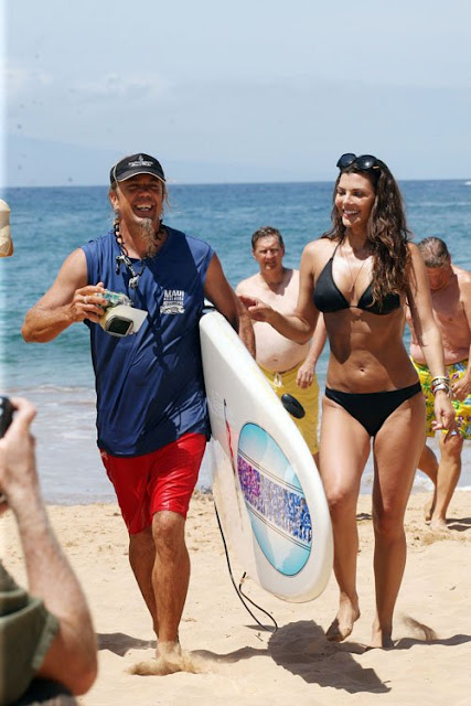 Ali-Landry-Shows-Off-Her-Bikini-Body-In-Hawaii-7