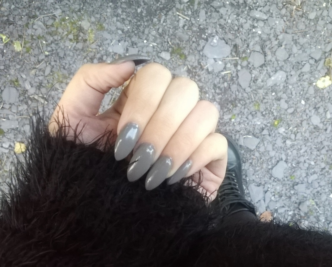 Pretty Muses: Acrylic Nails: An update + Essie Chinchilly