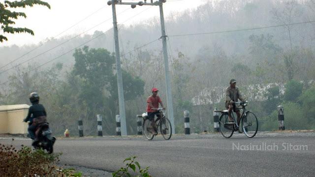 Para pesepeda di pagi hari