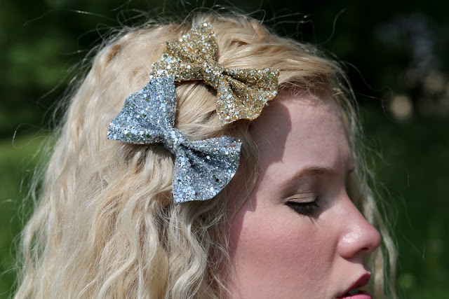 http://www.stephanieverafter.co.uk/product/small-glitter-bows-available-in-30-colours-platinum-and-all-that-glitters