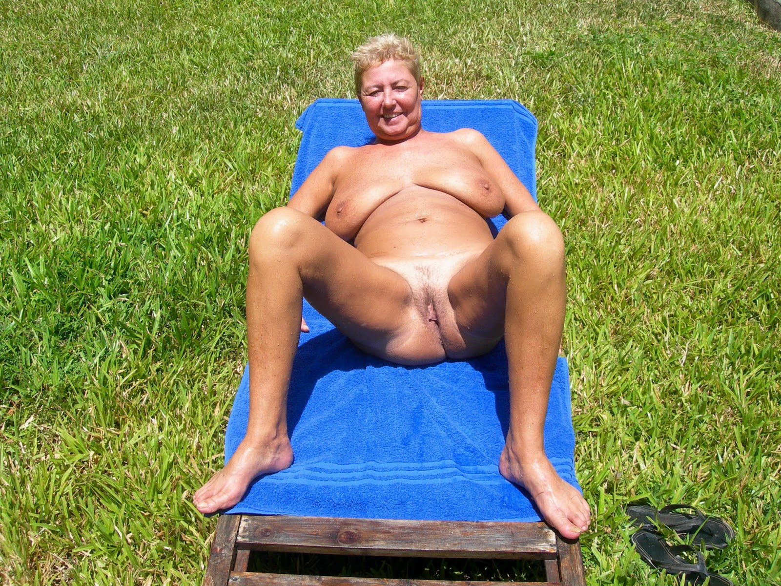 Naked mature wife swinger