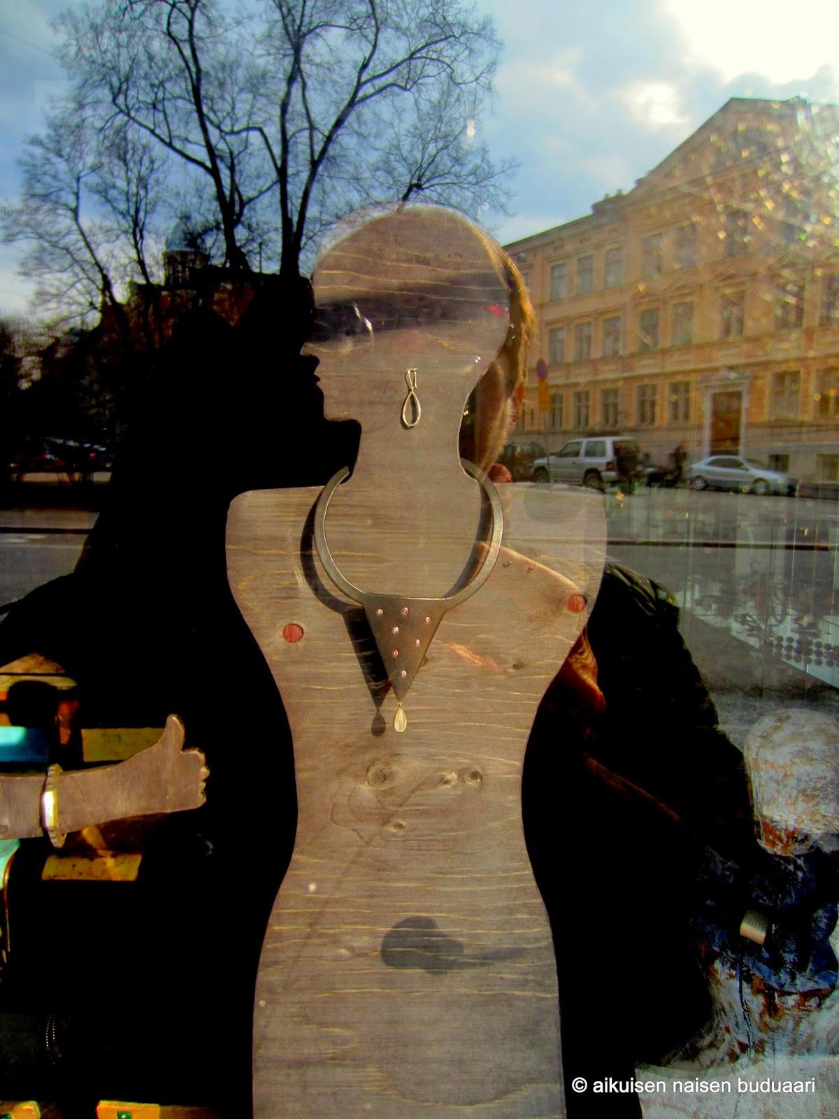 Merkki Laukkuja : Aikuisen naisen buduaari kev??n merkki