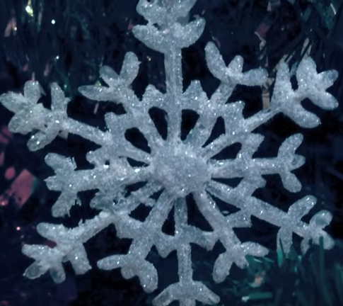 Even If You Arent Crafty These Easy Snowflake Decorations Come Together With The Help Of A Hot Glue Gun All Need To Make True Life DIY
