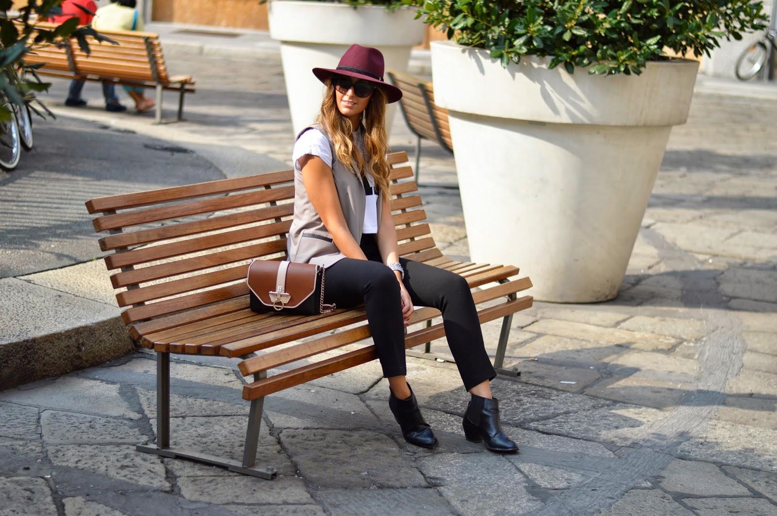 Milano fashion week, settimana della moda, streetstyle milano, streetstyle hat, panizza hat, burgundy hat, fashion, fashion blogger italiane, elisa taviti, h&m shoes, givenchy bag, givenchy obsedia bag, pinko, pinko bag, milano fashion week look, milano fashion week outfit