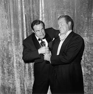 Marlon Brando y Bob Hope luchando por el óscar