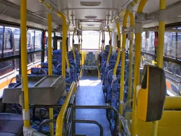 Bandido atira em passageiro de ônibus durante arrastão