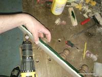Atornillar decoraciones al tablero. www.enredandonogaraxe.com