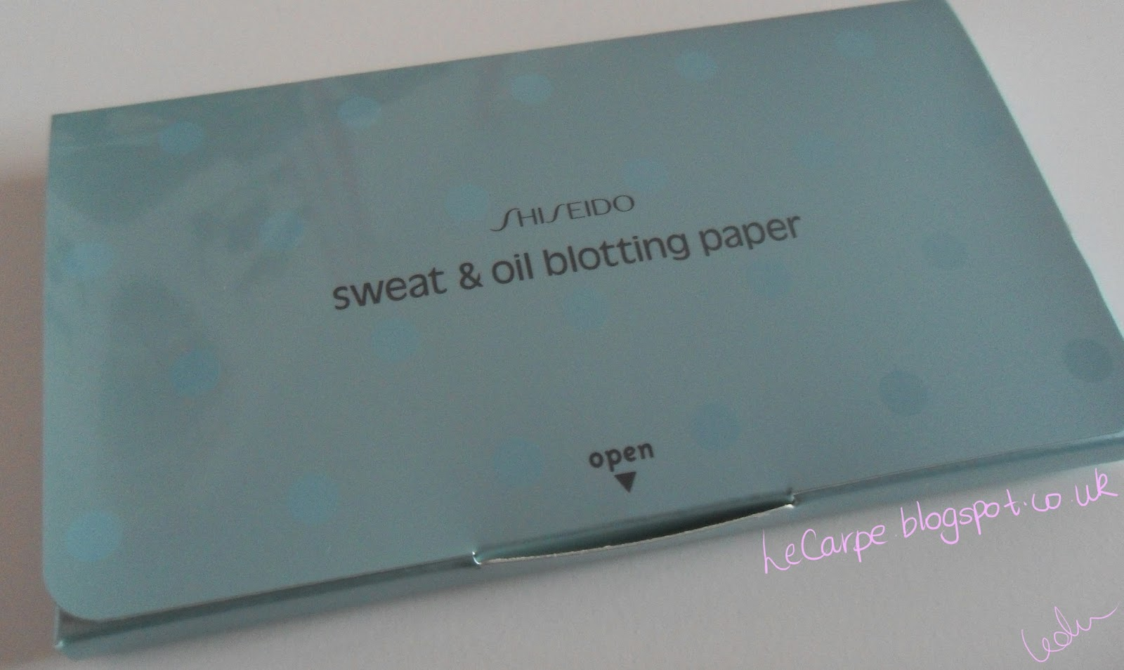 blotting paper All-natural blotting papers which absorb excess oil without disturbing makeup for petal fresh skin anytime, anywhere keep skin clean and clear of oil and dirt with.