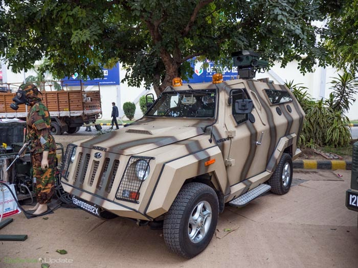 Light armored vehicle equipped with a laser dazzler