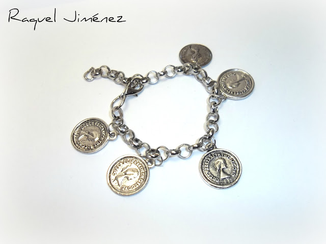 pulsera con monedas