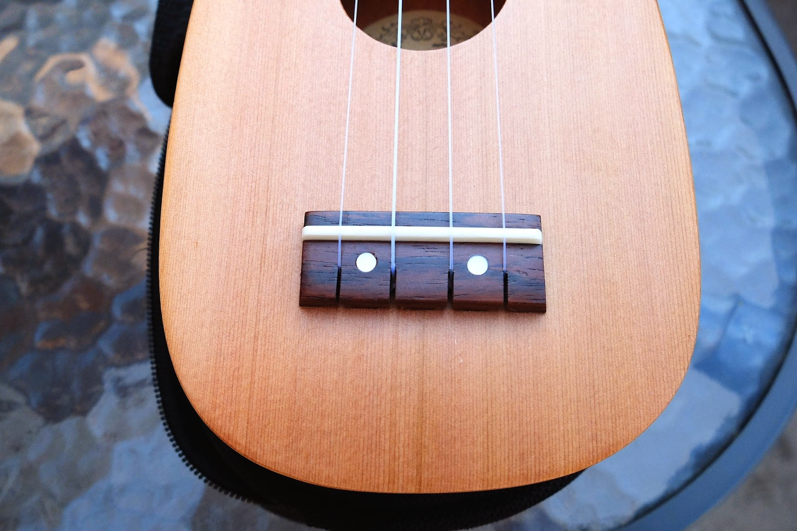 iUke Piccolo Mini Ukulele bridge