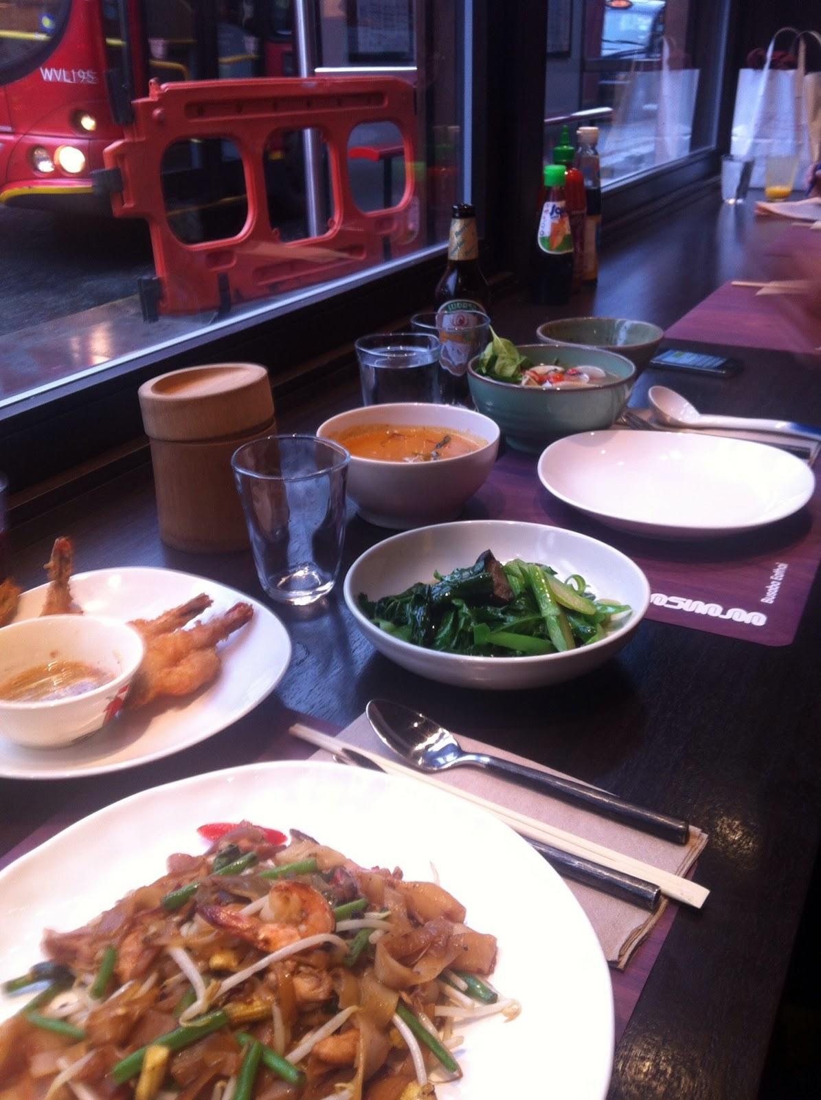 SouthWestSix: Eathai, Eat lots of Thai... at Busaba Eathai